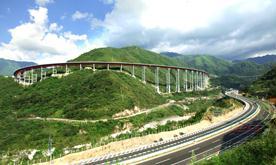 雅(安)泸(沽)高速公路干海子特大桥